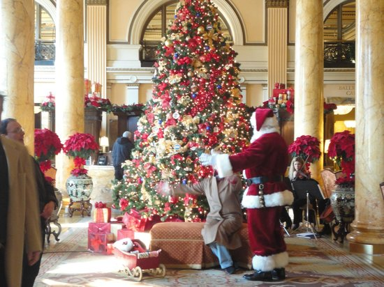 Willard InterContinental Washington: Willard lobby on Christmas day