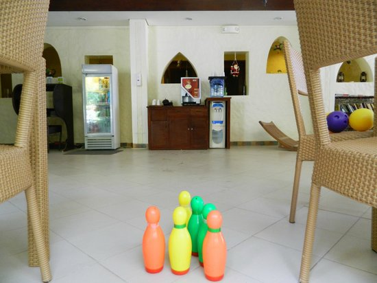 Microtel Inn & Suites by Wyndham Boracay: Lots of toys and a playground with swing slide
