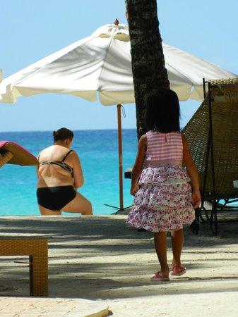 Microtel Inn & Suites by Wyndham Boracay: walk to beach
