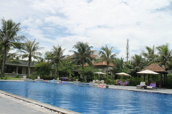 Ana Mandara Hue Beach Resort: pool area