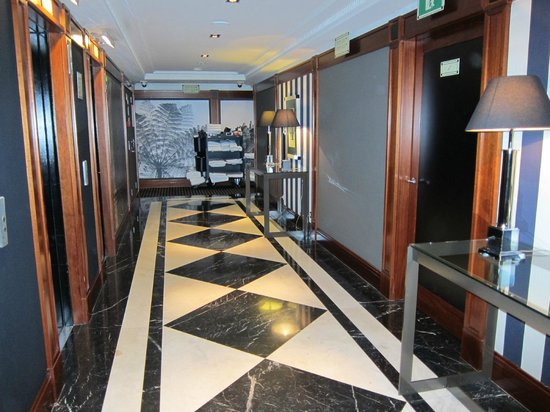 هوتل 1898: Corridors