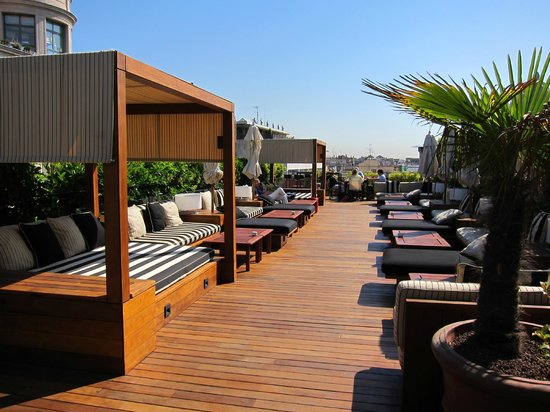 Hotel 1898: Rooftop pool bar