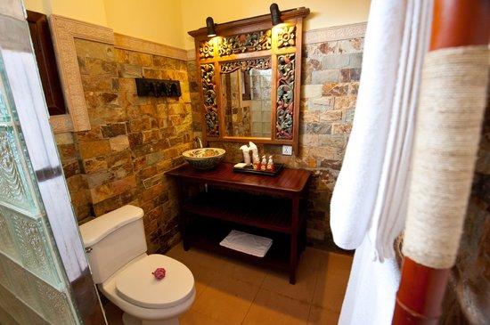 Khmer Surin Boutique Guesthouse: bathroom C4