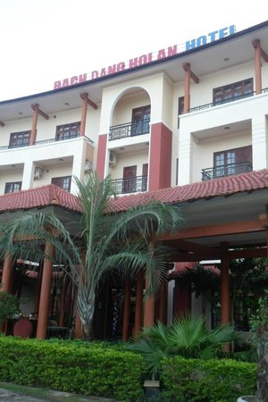 Bach Dang Hoi An Hotel: When entering the hotel