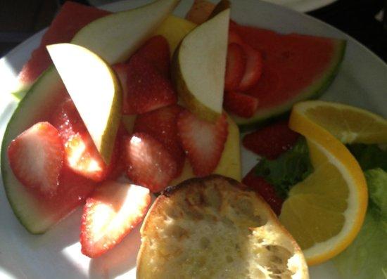 Del Monte Cafe: Fruit plate