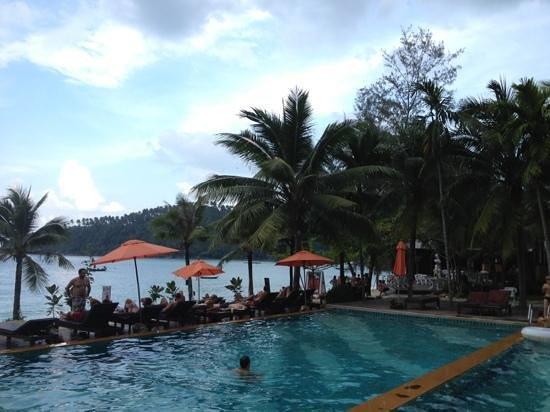 Salad Buri Resort & Spa: la piscina al lado de la playa!