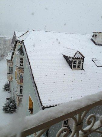 Cavallino Bianco Family Spa Grand Hotel: Vista da una delle camere sul centro storico
