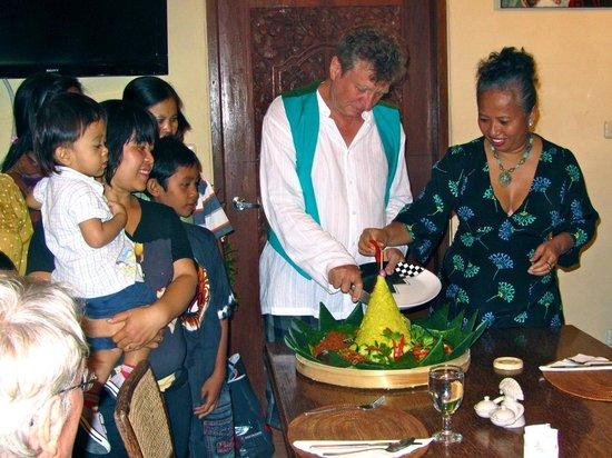 เลดี้แบมบู วิลลา: Der Nasi Kuning wird zelebriert