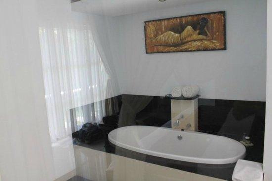 The Bidadari Villas and Spa : Large Bath Area