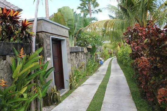 The Bidadari Villas and Spa : Walkway to Villas
