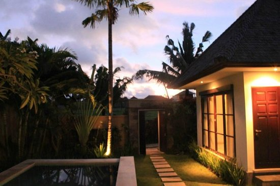 The Bidadari Villas and Spa : Villa during the evening