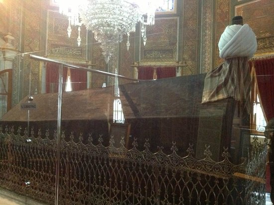 Islamic Religious Sahabe Day Tours: Tomb of Fatih Sultan Mehmet Han - Istanbul