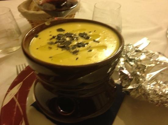 Antica Trattoria La Foce : fonduta di formaggio e tartufo