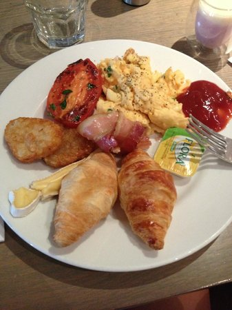 Rydges Melbourne Hotel: Buffet Breaky delish! course 1