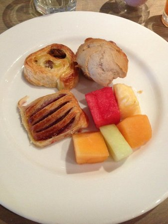 Rydges Melbourne Hotel: Buffet Breaky delish! course 2