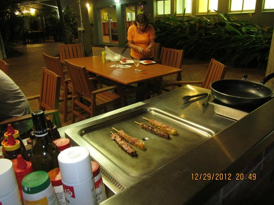 Coral Tree Inn: Great BBQ, with all dressings and sauces provided