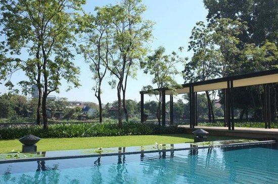 Anantara Chiang Mai Resort: Riverside location downtown Chiang Mai