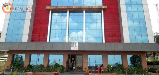 Matrix Inn: Front View