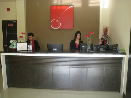 Cherry Midtown Hotel: Front Desk