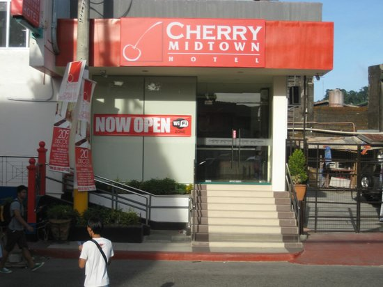 Cherry Midtown Hotel: Hotel Entrance