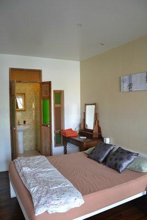 Bann Kun Pra Guesthouse : chambre de l'annexe, à l'étage
