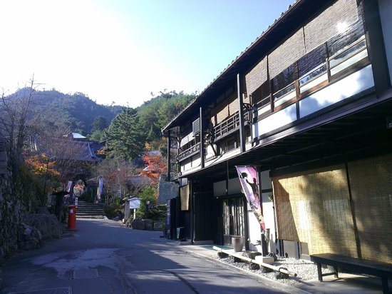 Watanabe Inn: Entrance of inn