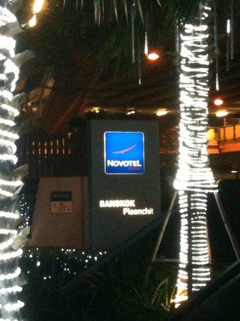 Novotel Bangkok Ploenchit Sukhumvit: Main entrance