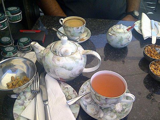 Leopard Bar: High tea
