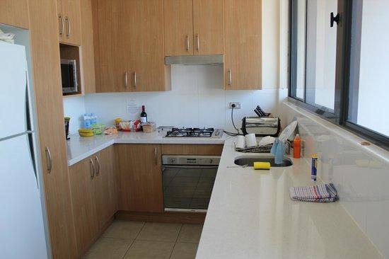 Meriton Serviced Apartments George Street, Parramatta: Kitchen