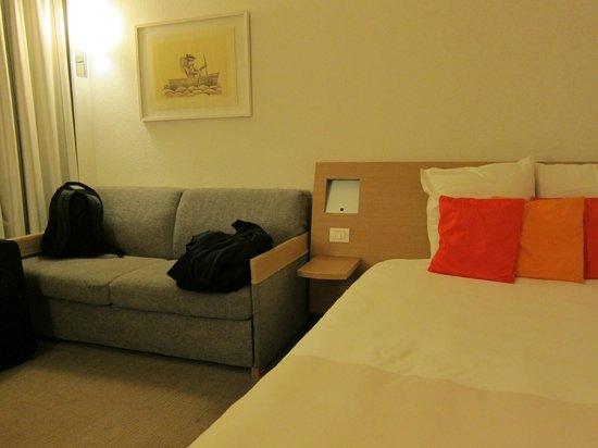 Novotel Venezia Mestre: Very nice bedroom with sofa