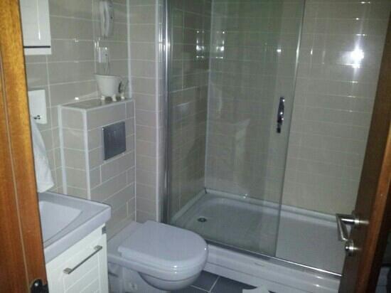 Hotel La Piano: our bathroom