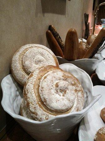 โรงแรมริทซ์ คาร์ลตัน: 朝食のパンは種類も多くて美味しかったです