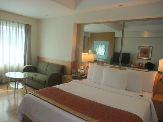 Courtyard by Marriott Chennai: Room