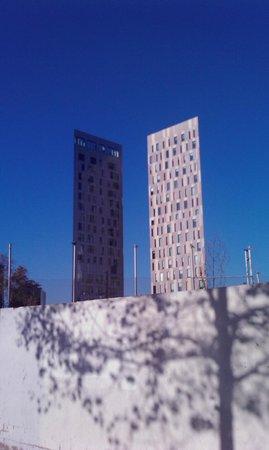 Novotel Barcelona City: l'albergo da carrer de la ciutat de granada (è quello di sinistra)