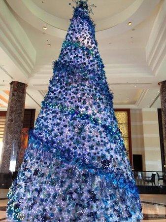Radisson Blu Cebu: blue christmas is fun