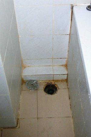 Lanna View Hotel: สภาพพื้นห้องน้ำ