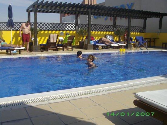 Citymax Al Barsha: hotel pool - rooftop