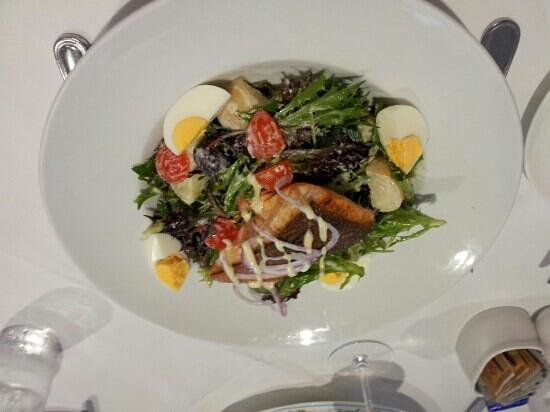 The Lounge at Lilianfels: Salmon nicoise