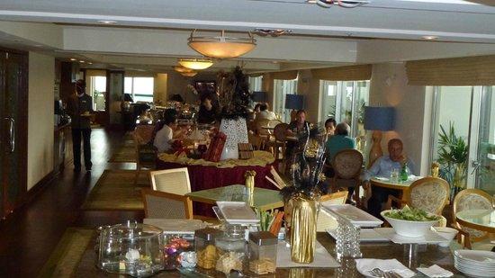 Fairmont Singapore: Club Room Eatery
