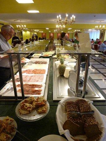 Salles Hotel Pere IV: Frukost 