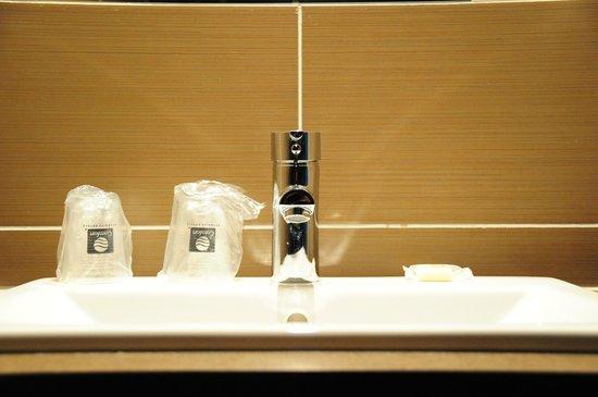 Multi prises cachée dans le bureau picture of eastlodge lyon est