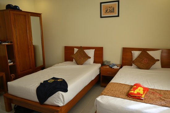 Thao Ha Muine Hotel: Bedroom with two beds