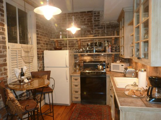 Armstrong Inns Bed and Breakfast: Kitchen