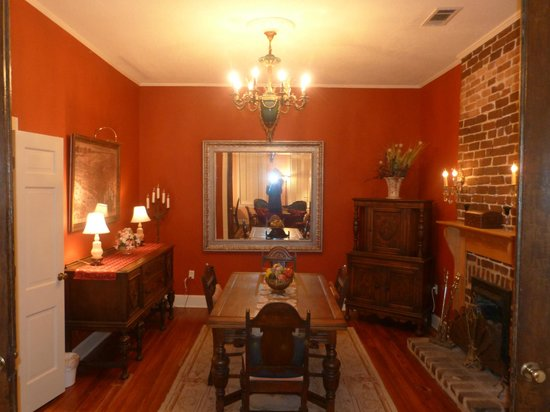 Armstrong Inns Bed and Breakfast: Dinning room
