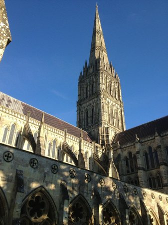 Salisbury Cathedral and Magna Carta: Outside of the cathedral