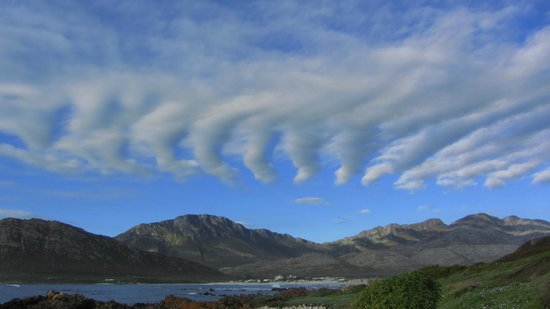 Wild Olive Guest Lodge: Cloud formation at pringle Bay