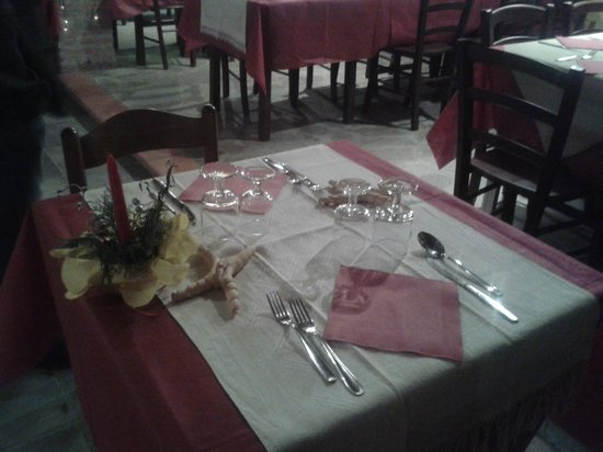 Agriturismo Trava: tavolo ristorante