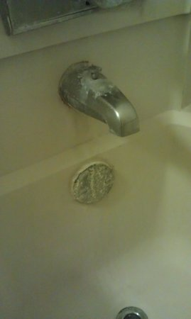 Americas Best Value Inn And Suites- Odessa: check out tub faucet & overflow