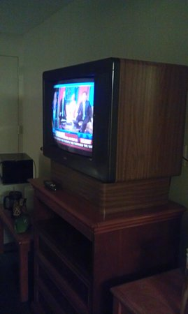 Americas Best Value Inn And Suites- Odessa: tv