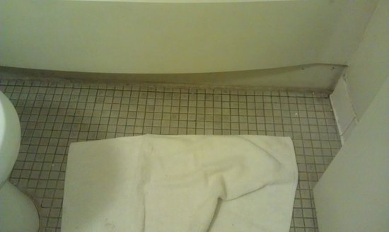 Americas Best Value Inn And Suites- Odessa: bathroom floor